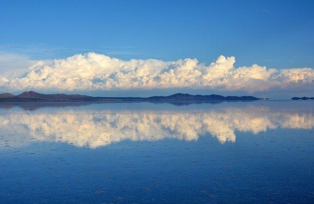 ウユニ塩湖へ行く前に、日本と海外のチャリティの考え方を比較しておく